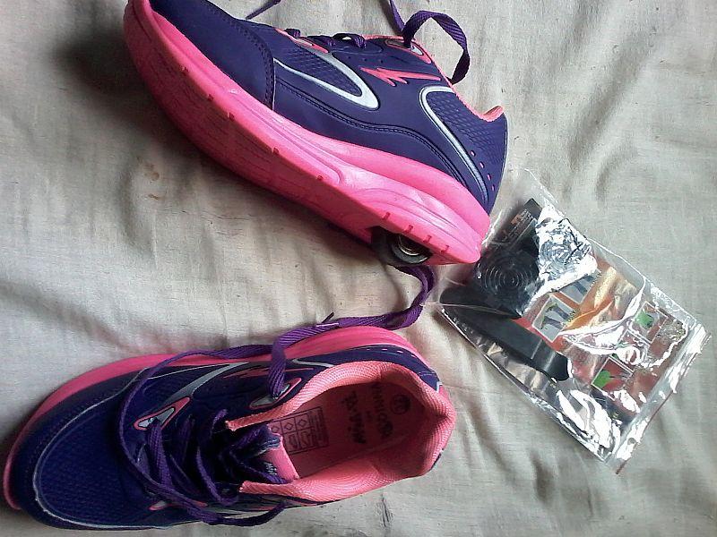 faae5cb32d2bac tenis de rodinha mini pe rosa e azul tamanho 32 [ OFERTAS ]   Vazlon ...