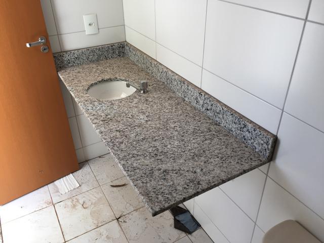 armario de banheiro com bancada em granito cuba e torneira  Vazlon Brasil -> Cuba Banheiro Granito