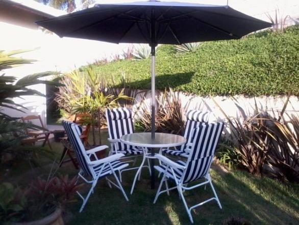 mesa jardim ombrelone:jg jardim mesa cadeiras e ombrelone ótimo estado conjunto para jardim
