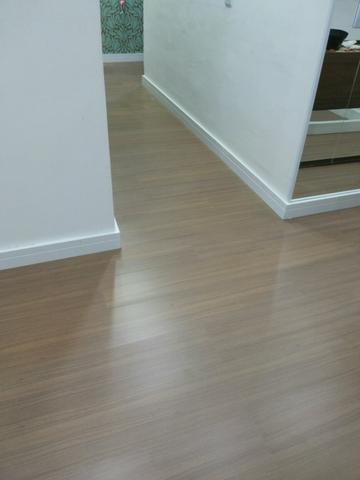 Lixamendo de pisos madeiras de laminado vazlon brasil - Piso vinilico negro ...