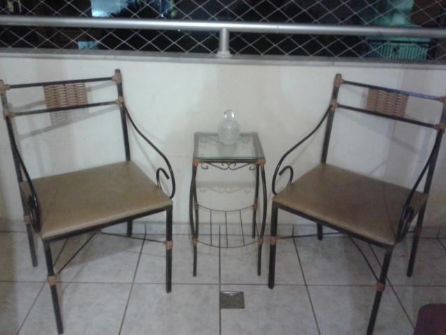 Aparador Pequeno Com Espelho ~ duas cadeiras mais aparador antigos de ferro com detalhes