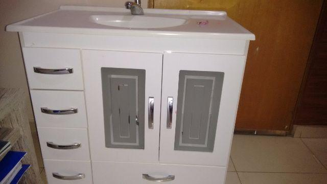 pia com gabinete na cor branca  Vazlon Brasil -> Gabinete De Banheiro Ncm