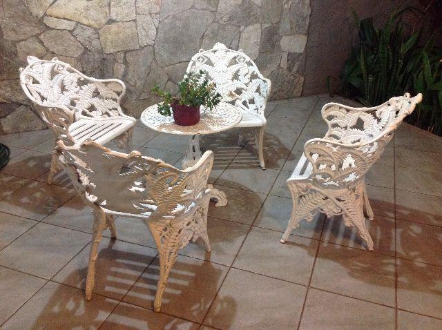 mesa de ferro fundido e 4 cadeiras Vazlon Brasil