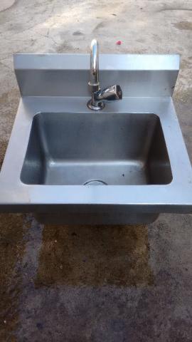 Suporte para lavabo com toalheiro de inox mao francesa for Lavabo industrial