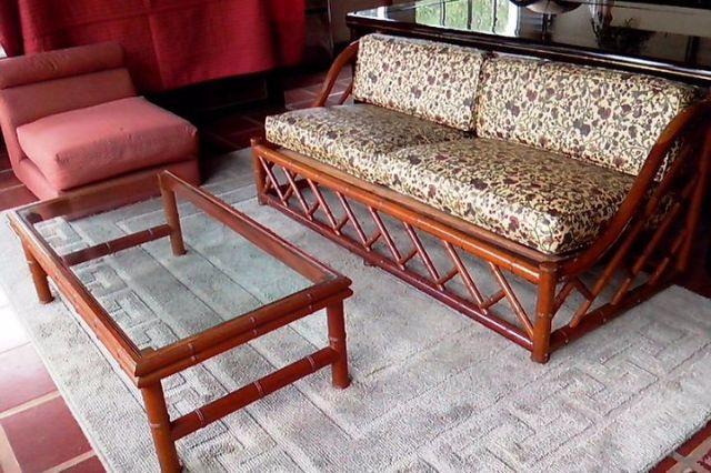 Lindissimo sofa madeira cerejeira estofado em gobelem - Mesas para el sofa ...