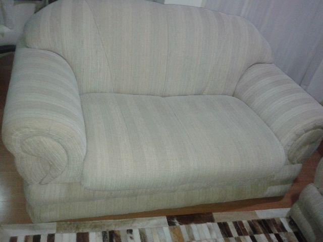 Sofa novo em tecido bege r vazlon brasil for Sofa 02 lugares