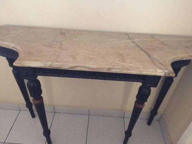 aparador de madeira de lei com tampo de marmore antigo Vazlon Brasil
