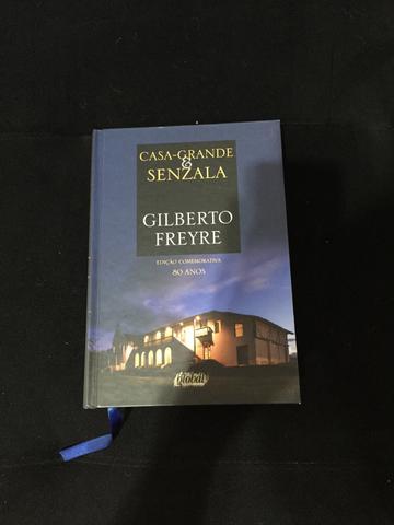 gilberto freyre casa grande senzala Em 1930, após a tomada do poder por getúlio vargas, freyre viaja aos estados unidos e portugal, onde trabalhou no manuscrito de casa grande & senzala.