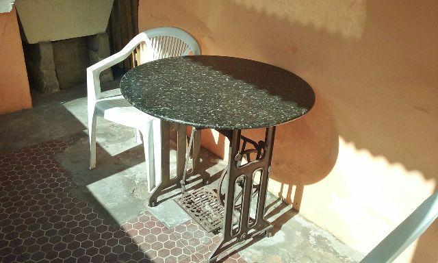Mesa com pe de maquina linda vazlon brasil - Mesa de granito ...
