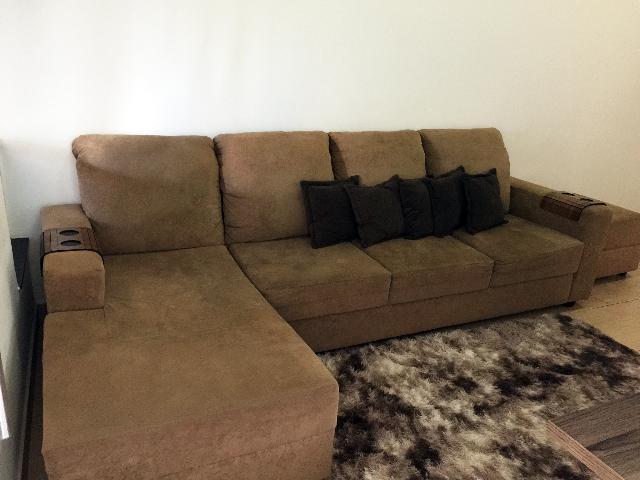 Sofa tonquinho com 4 lugares chaise e puff 2 anos uso for Sofa 03 lugares com chaise
