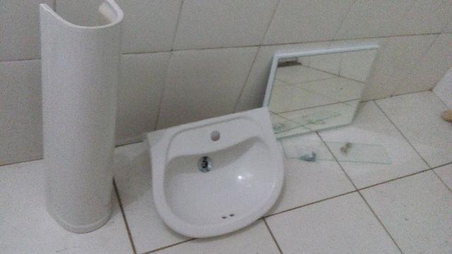 espelho para banheiro ou lavabo semi novo  Vazlon Brasil -> Pia De Banheiro Semi Nova