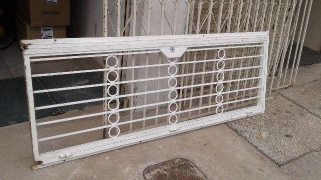 55495882c92 portas e janela de madeira e ferro r usadas   OFERTAS