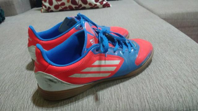b37ee962d8 chuteira futsal adidas   OFERTAS
