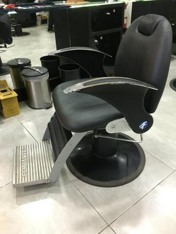 8873582cdd Cadeiras Ferrante para barbearia ou salão de beleza