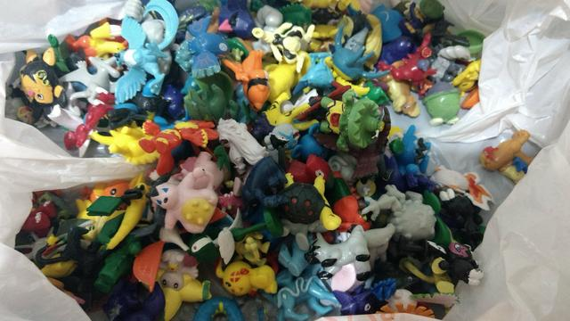 2e4080efbbf55 kit colecao pokemon 144 bonecos miniaturas pikachu [ OFERTAS ...