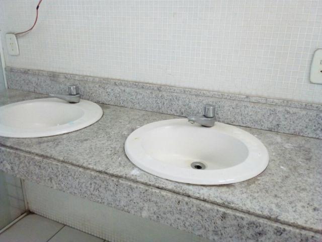 pedra de marmore tarantino para banheiro com duas cubas e  Vazlon Brasil -> Pia Dupla Banheiro Medidas