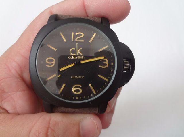 60f77db2db8 Relógio Calvin Klein Preto fosco com Pulseira Marrom. Novo