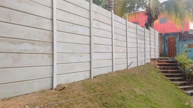 Muro de placas pre moldadas em concreto armado proteja seu for Muro de concreto armado