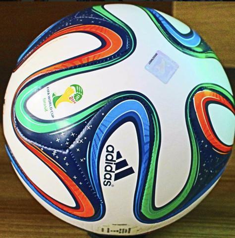 bola adidas brazuca oficial campo copa do mundo da fifa   OFERTAS ... f2afdacc028ba