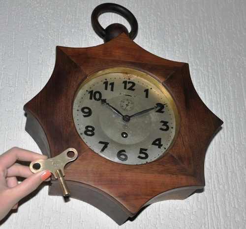 e2bf6448dd1 Antigo E Raro Relógio Alemão De Parede Junghans Wuttemberg